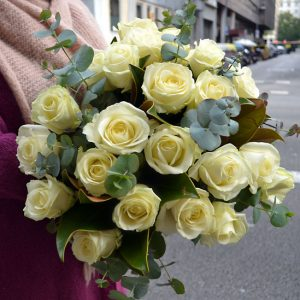 bouquet-roses-blanches-barcelone