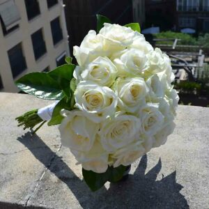 bouquet-mariee-roses-blanches