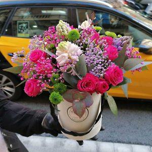 envoyer-fleurs-boite-chapeau-barcelone